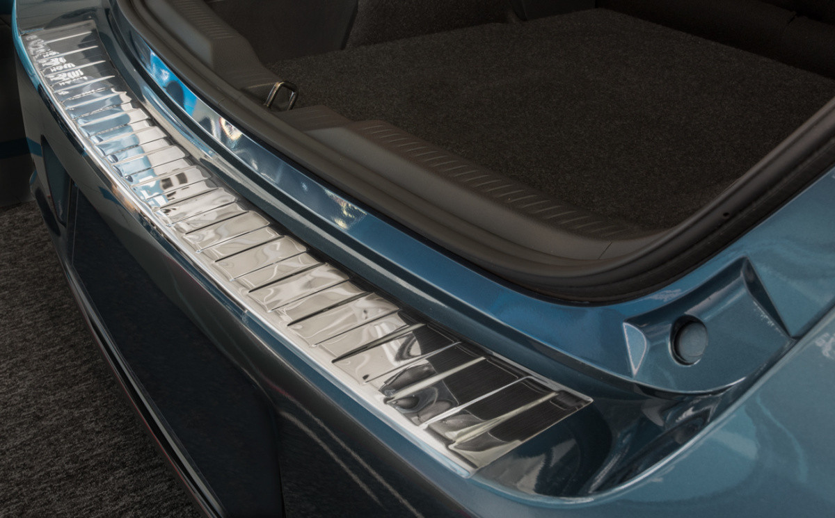 Ochranná lišta hrany kufru Toyota Auris TS 2015-2019 (combi)