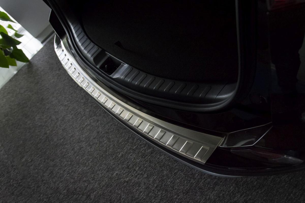 Ochranná lišta hrany kufru Toyota RAV4 2016-2018 (po faceliftu)