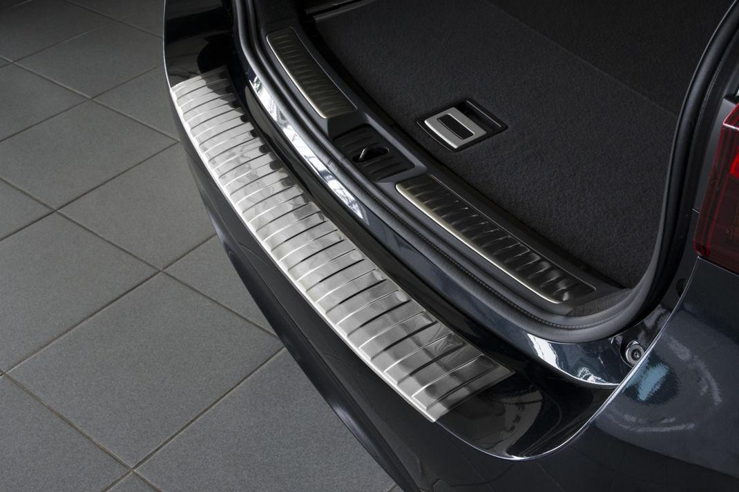 Ochranná lišta hrany kufru Toyota Avensis 2015-2018 (combi)
