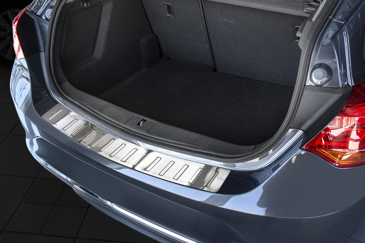 Ochranná lišta hrany kufru Opel Astra J 2009-2015 (hb, matná)