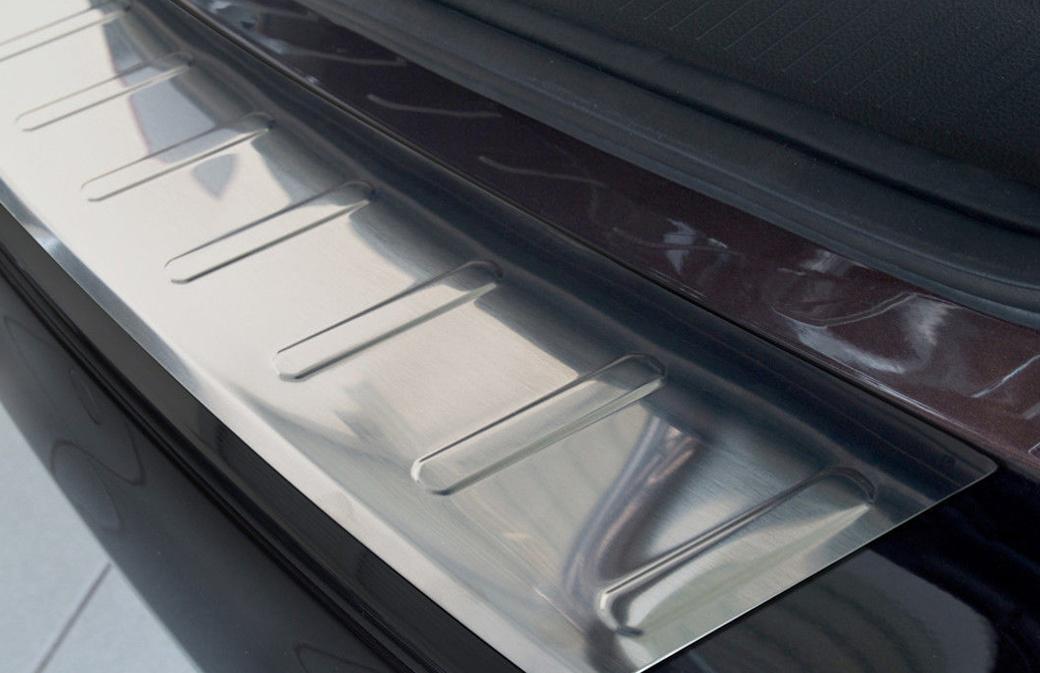 Ochranná lišta hrany kufru Opel Astra J 2009-2012 (combi, matná)