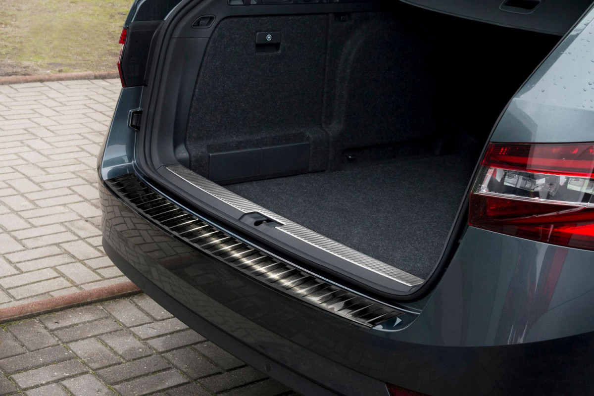 Ochranná lišta hrany kufru Škoda Superb III. 2015- (combi, tmavá)